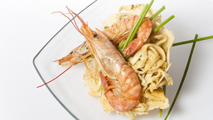 Basket of grain pasta and prawns